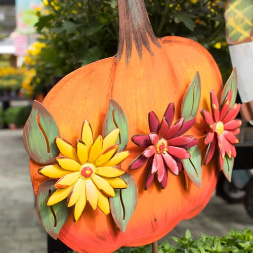 fall lawn decor